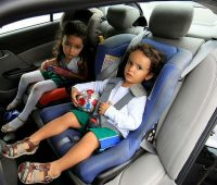 two toddlers on car seats
